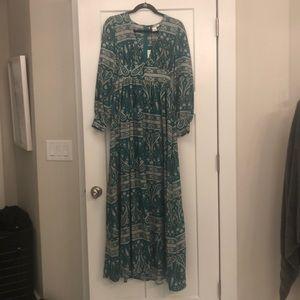 GLAMOROUS NWT Green and White Paisley Maxi Dress
